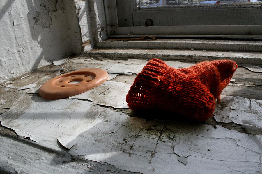 Заброшенная больница в Сыктывкаре детские вещи