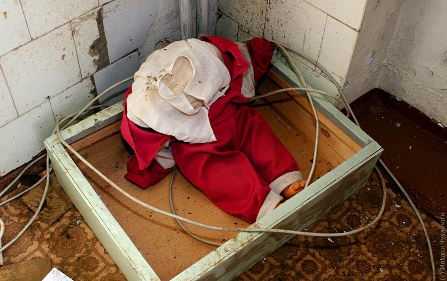 Заброшенная больница в Сыктывкаре игрушки