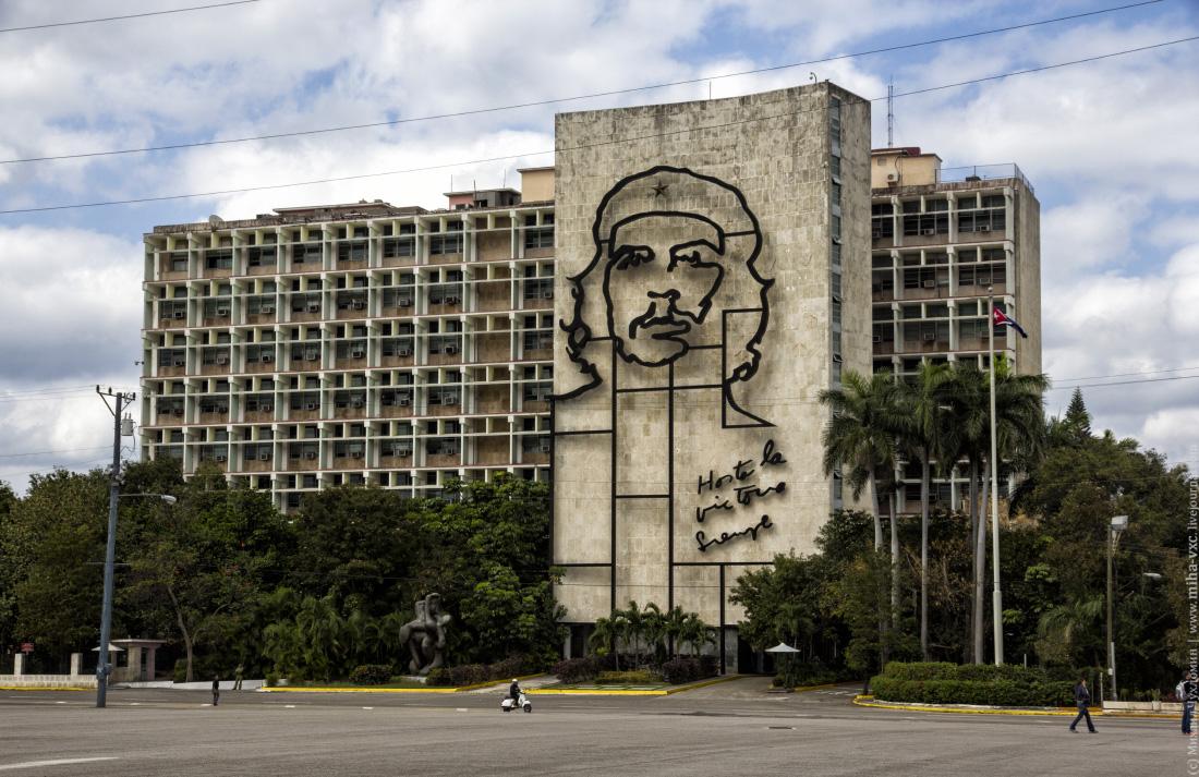 Эрнесто Че Гевара на площади Революции