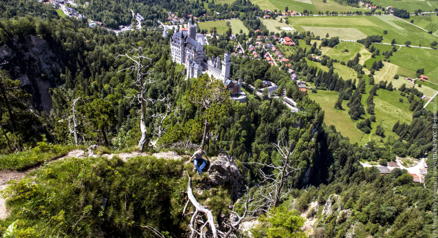 Замок Нойшванштайн с высоты