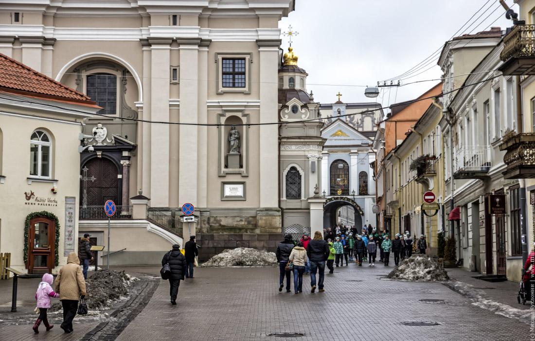 Костел Святой Терезы и Остробрамские ворота