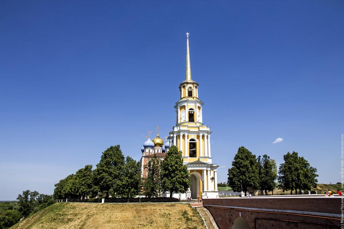 Соборная колокольня Рязанского Кремля.