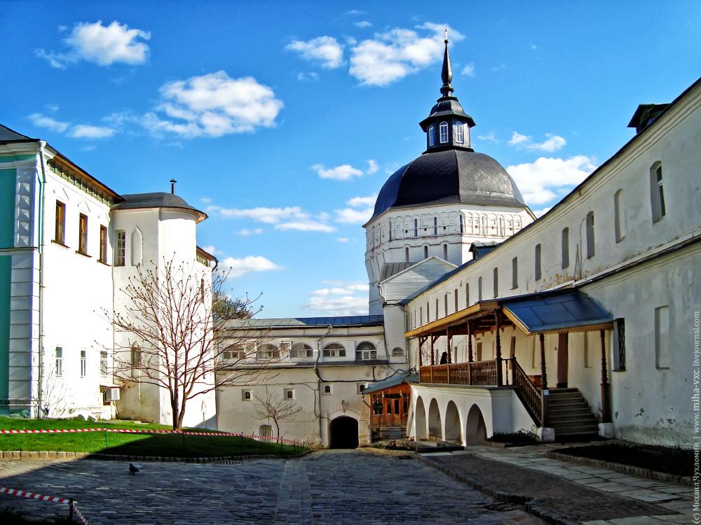Водяная башня и водяные ворота Троице-Сергиевой лавры