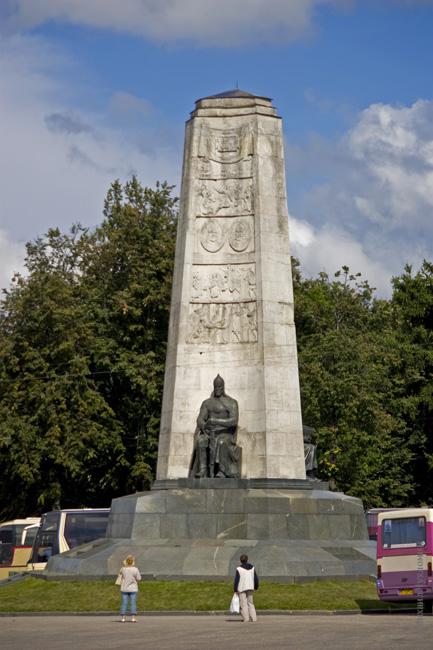 Памятник в честь 850-летия Владимира Владимир фото отчет